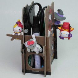 Hello Kitty ハローキティ Authentic Sanrio サンリオ 2016 Halloween Limited figures x6 pcs. Set + Pen Holder Base (ideal for workspace)